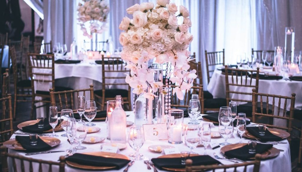 banquets-candlelights-chairs-1616113-2